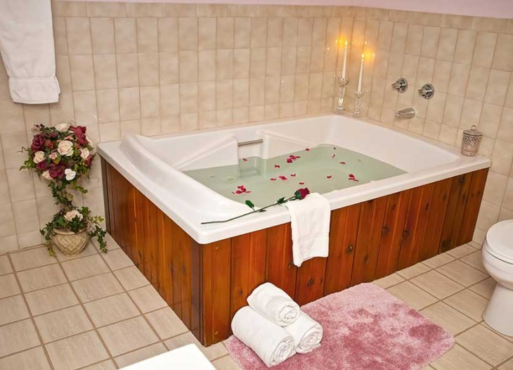Bavarian Inn Lodge Mini Sute Double Person Jacuzzi
